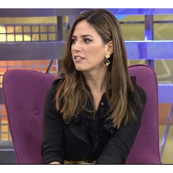 Nuria Marín con pendientes...